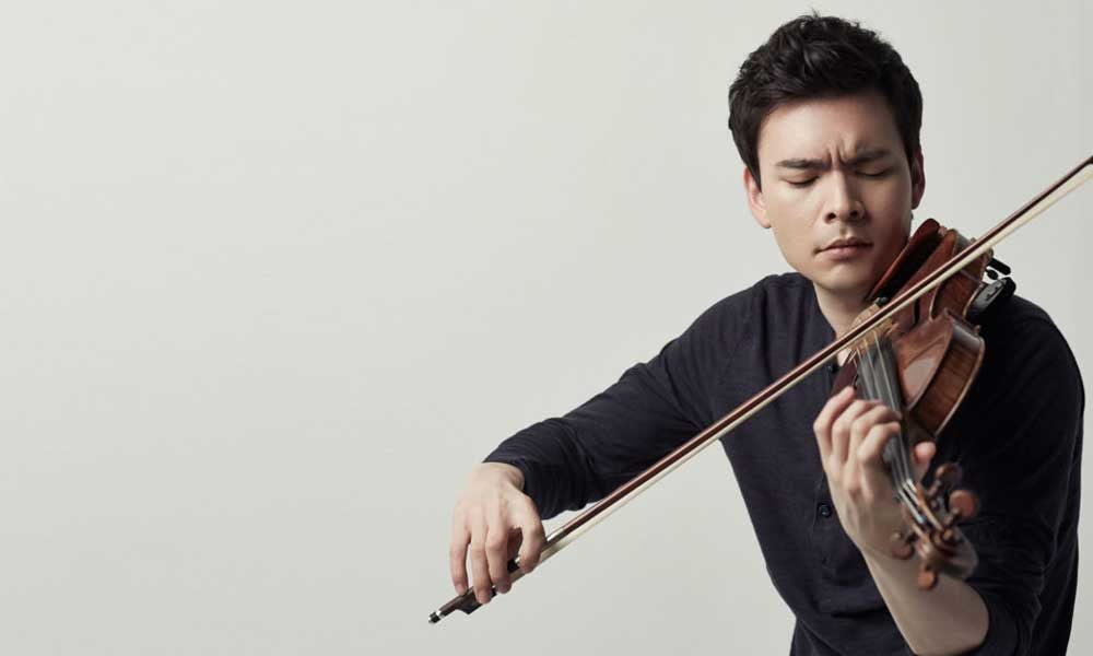 Stefan Jackiw playing violin.