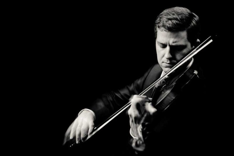 Black and white photo of James Ehnes playing violin